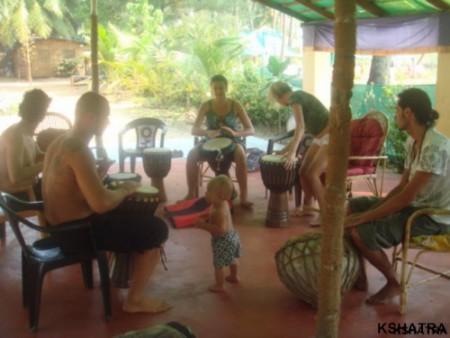 обучение игре на барабанах во Free Flow
